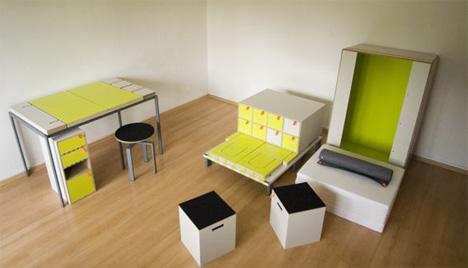 La mesa y la silla se ven ya formadas...