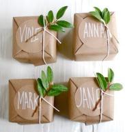 mas-ideas-envolver-regalos-papel-kraft-L-YemJ5C