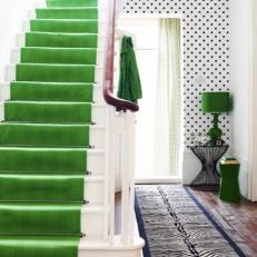 escalera-verde-papel-pared-lunares-green-staircase-polka-dot-wall-paper