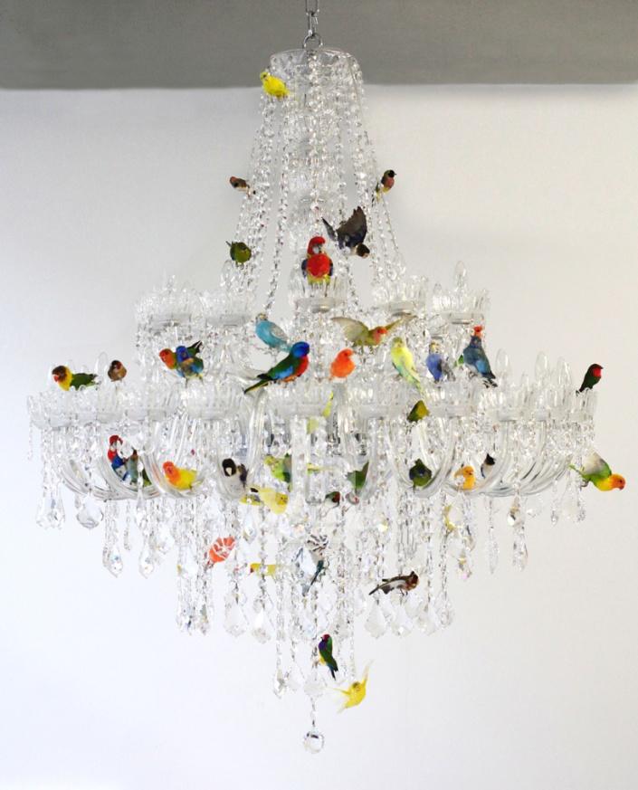 6_sebastian-errazuriz-XL-bird-chandelier-designboom-05