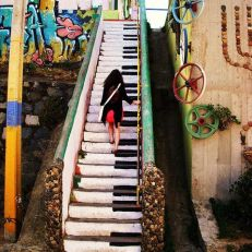 Escalera de piano, hippie