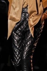 Pantalones acolchados, estilo capitoné