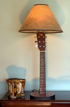Lámpara con una guitarra
