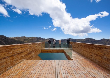 Volcano-crater-observation-deck-by-Javier-Mera-Jorge-Andrade-and-Daniel-Moreno_dezeen_784_1