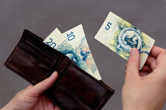 2_barbara-bernat-hungarian-paper-money-designboom-02