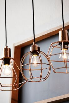 lámparas-colgantes-de-bronce_exterior-con-vistas_blog-de-decoración