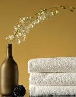 bathroom-gold-wall-spa-towels
