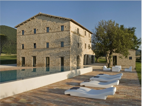 1_Est-Living-Villa-Olivi-Italy-Pool2