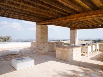 4_Est-Living-Villa-Olivi-Italy-OutdoorPool