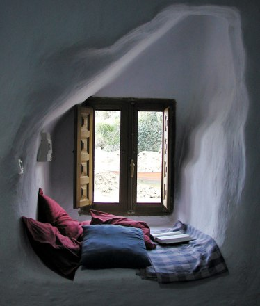 cozy-reading-nooks-book-corner-41-57318ab55c684__700