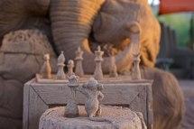 escultura-arena-elefante-raton-ajedrez-ray-villafane-sue-beatrice-7