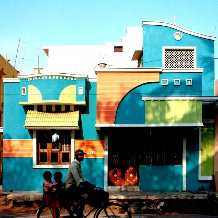 the-beautiful-brightly-coloured-houses-of-tiruvannamalai-vincent-leroux-theflyingtortoise-007