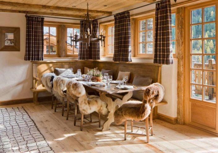 1482333635-1481731958-chalet-perelin-dining