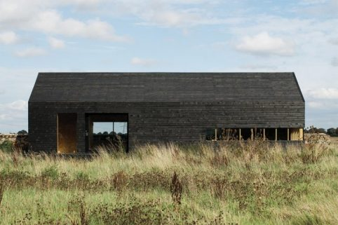 14_ochre-barn-by-carl-turner-architects-norfolk-england_2-745x497