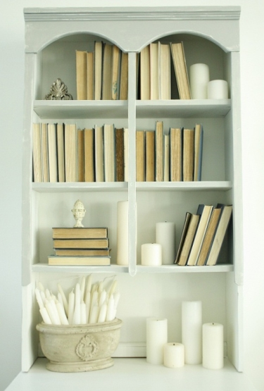 eb0d7f402a0bdb90ed79971598879059--decorating-a-bookcase-bookcase-styling