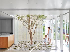 Naranga-Avenue-House-by-James-Russell-Architect-Yellowtrace-24