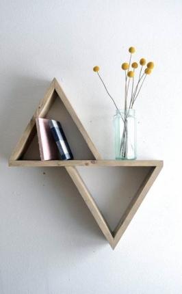 decoracion-geometrica-estanterias-forma-triangulos