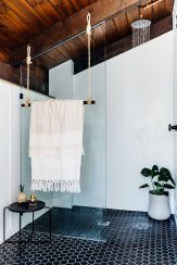 9_Emily-Henderson_Design-Trends_2019_Bathrooms_10-1670x2505