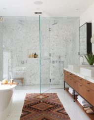 9_Emily-Henderson_Design-Trends_2019_Bathrooms_23-1670x2138
