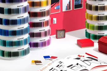 2-psc-ps1755-pantone-plus-pms-color-plastic-standard-chips-collection-lifestyle-3_2
