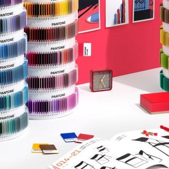 2-psc-ps1755-pantone-plus-pms-color-plastic-standard-chips-collection-lifestyle-3_2