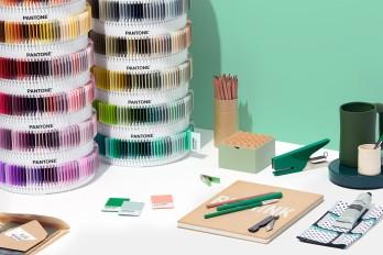 3-psc-ps1755-pantone-plus-pms-color-plastic-standard-chips-collection-lifestyle-1_2