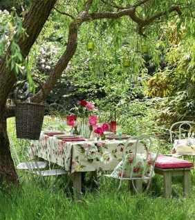 mantel-flores-mesa-bosque