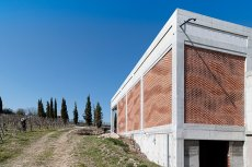 gramazio-kohler-augmented-bricklaying-kitrvs-winery-designboom-03